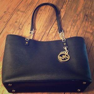 Michael Kors gold chain tote bag In Black